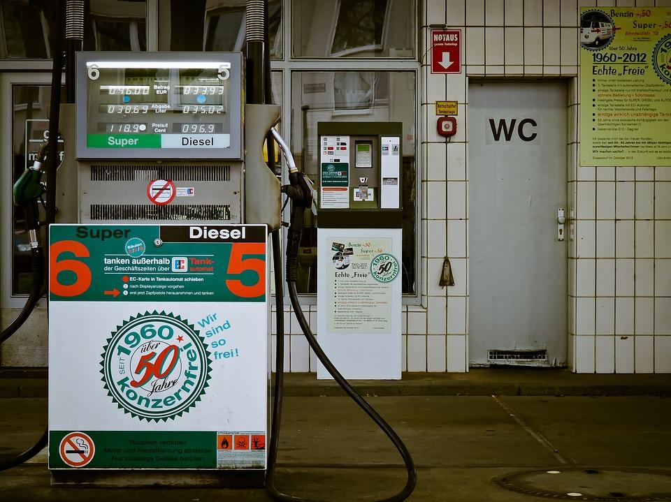 petrol-stations-1275486_960_720